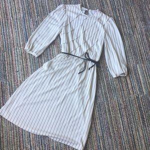 Dresses & Skirts - VINTAGE Adorable ruffle front dress
